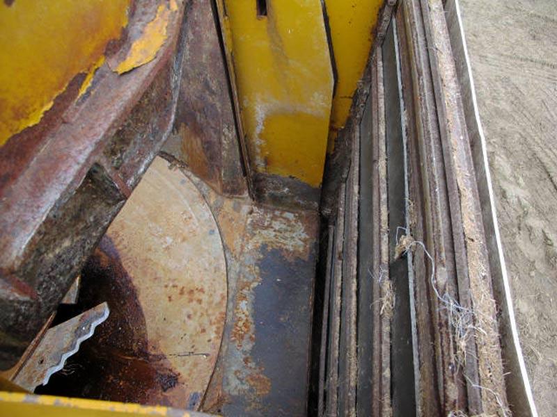 Knight 5032 vertical mixer wagon   Farm Equipment>Mixers>Vertical Feed Mixers - 5