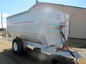 Knight 3150 reel mixer wagon