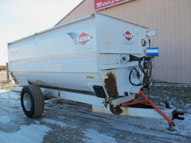 Knight 3160 reel mixer wagon