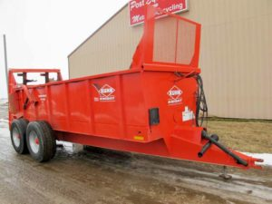 Knight PS160 vertical beater manure spreader