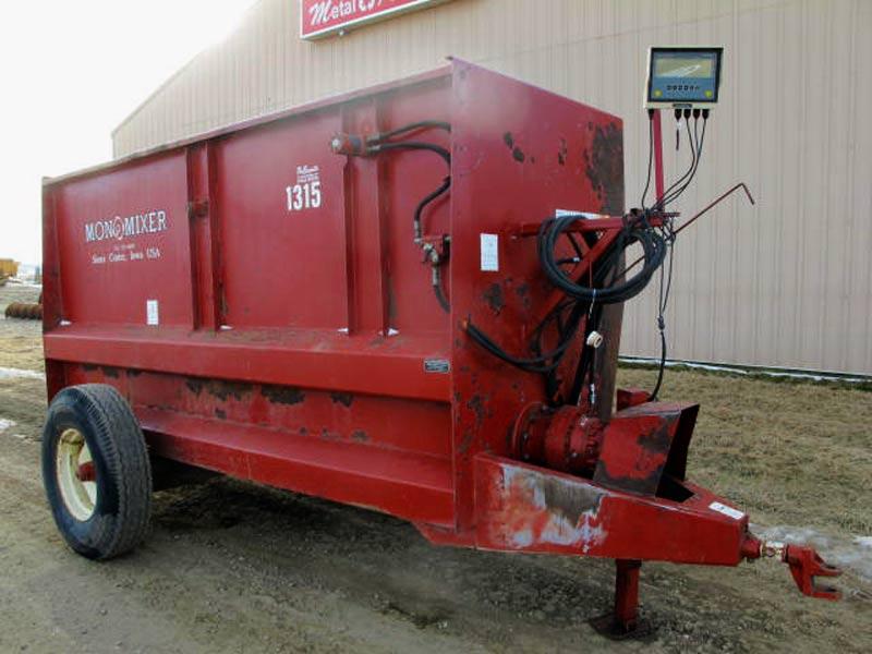 SAC Mono Mixer 1315 auger wagon