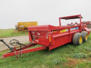 New Holland 195 Horizontal Beater Manure Spreader