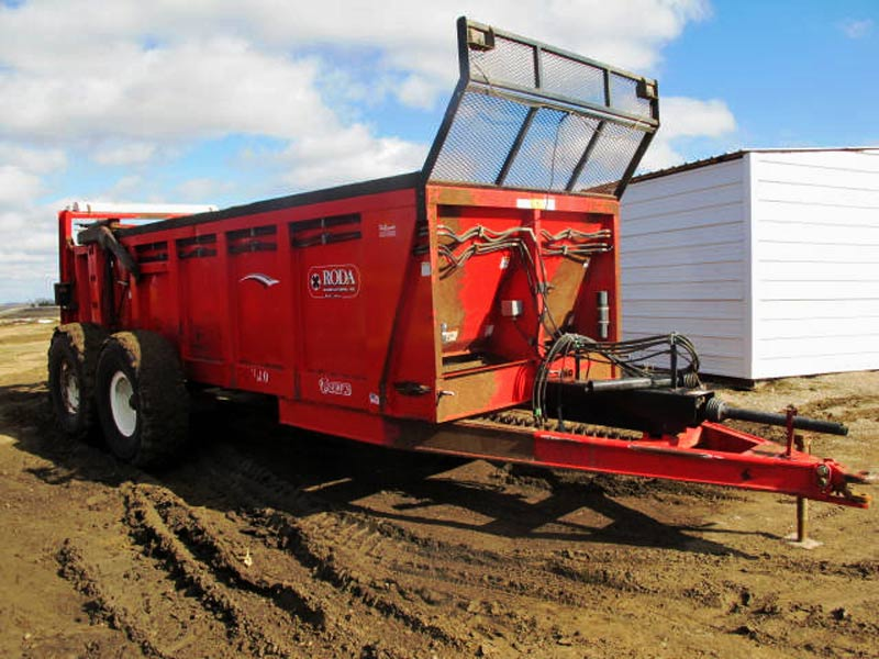 Roda V180 vertical beater manure spreader | Farm Equipment>Manure Spreaders - 1