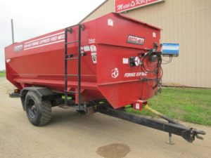 Roto-mix 524-15B Staggered rotor mixer wagon | Farm Equipment>Mixers>Reel Feed Mixers - 1