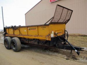 Knight 1150 horizontal beater manure spreader