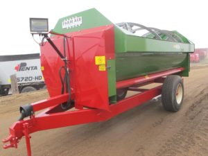 Farm Aid 430 RH reel mixer wagon | Farm Equipment>Mixers>Reel Feed Mixers - 1