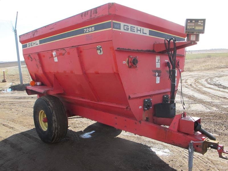 Gehl 7285 mixer wagon