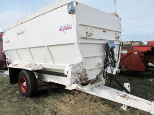 Harsh 575 auger mixer wagon | Farm Equipment>Mixers>Misc. Feed Mixers - 1