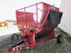 High Line 8100 bale processor | Farm Equipment>Bale Processors - 1