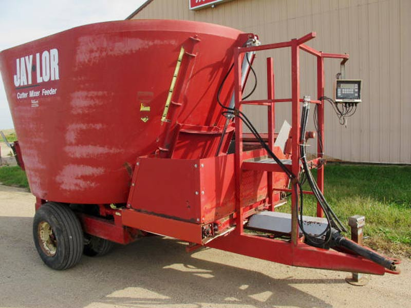 Jaylor 1500 vertical mixer wagon