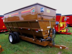 Kirby 605 4-auger mixer wagon | Farm Equipment>Mixers>Misc. Feed Mixers - 1