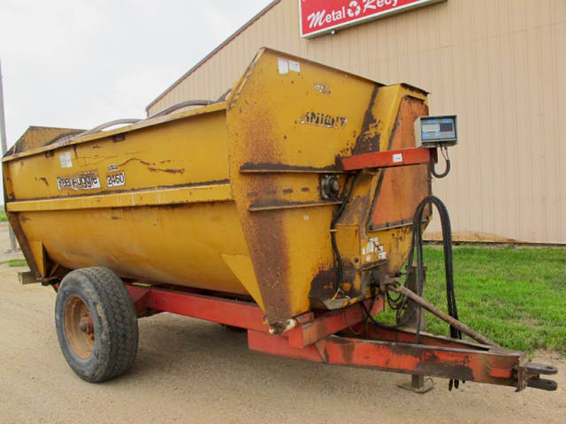 Knight 2450 Reel Mixer Wagon | Farm Equipment>Mixers>Reel Feed Mixers - 1