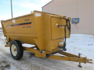 Knight 3020 reel mixer wagon