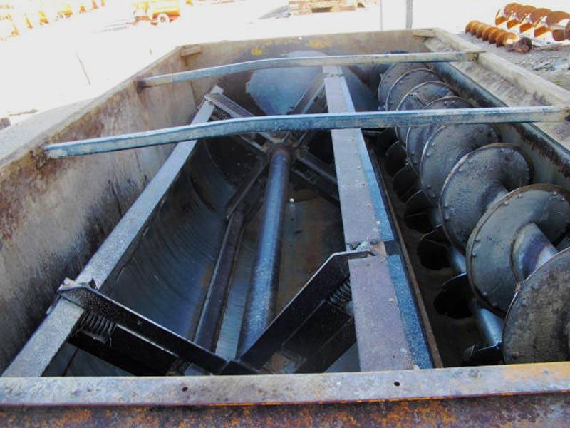 Knight 3030 reel mixer wagon | Farm Equipment>Mixers>Reel Feed Mixers - 4