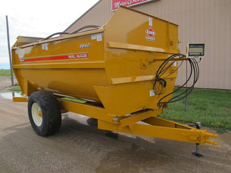 Knight 3042 reel mixer feeder wagon | Farm Equipment>Mixers>Reel Feed Mixers - 5