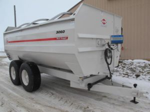 Knight 3060 reel mixer wagon