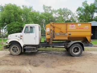 Knight 3120 Reel Mixer Wagon | Farm Equipment>Mixers>Reel Feed Mixers - 1
