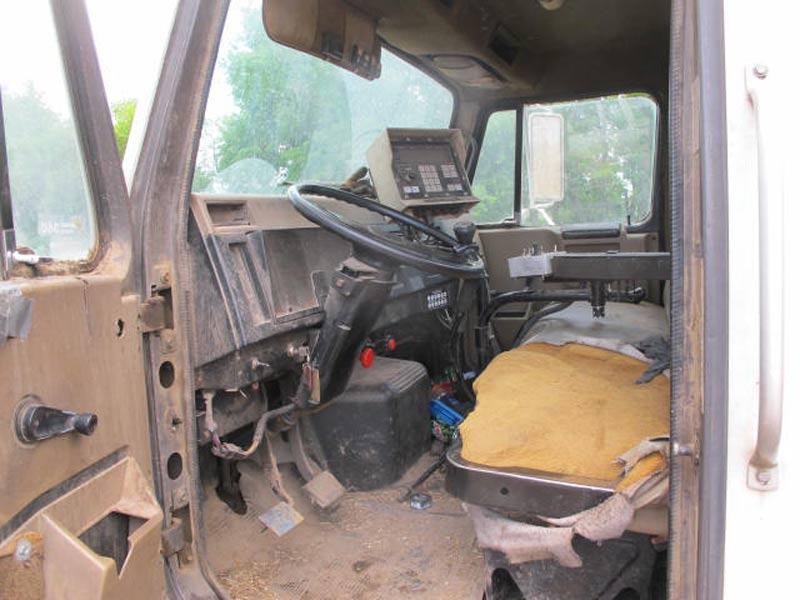Knight 3120 Reel Mixer Wagon | Farm Equipment>Mixers>Reel Feed Mixers - 8