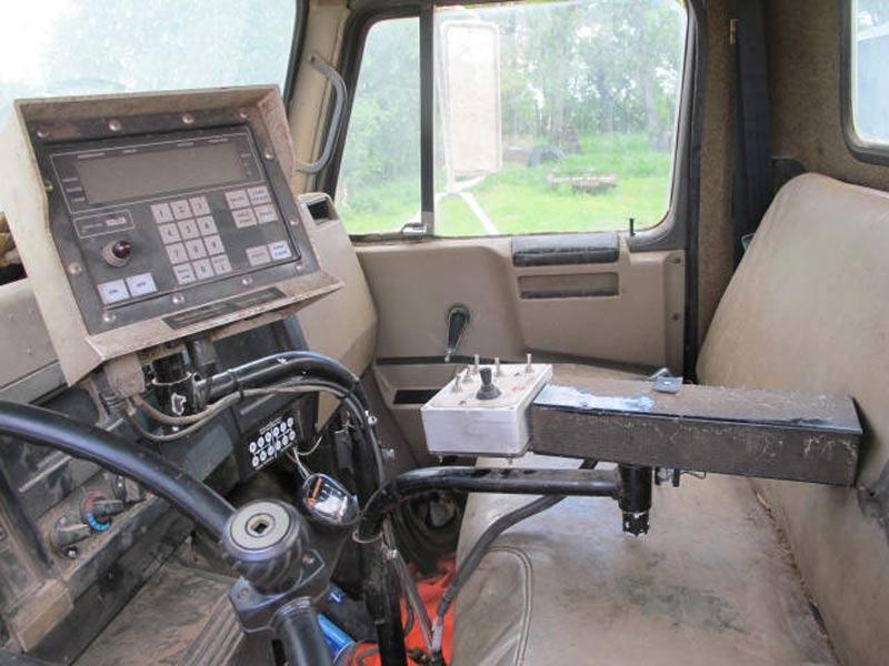 Knight 3120 Reel Mixer Wagon | Farm Equipment>Mixers>Reel Feed Mixers - 7