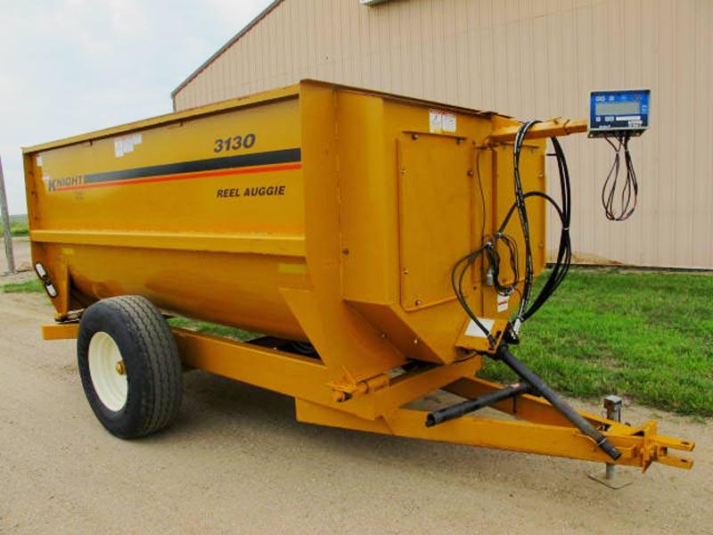 Knight 3130 reel mixer feed wagon | Farm Equipment>Mixers>Reel Feed Mixers - 1