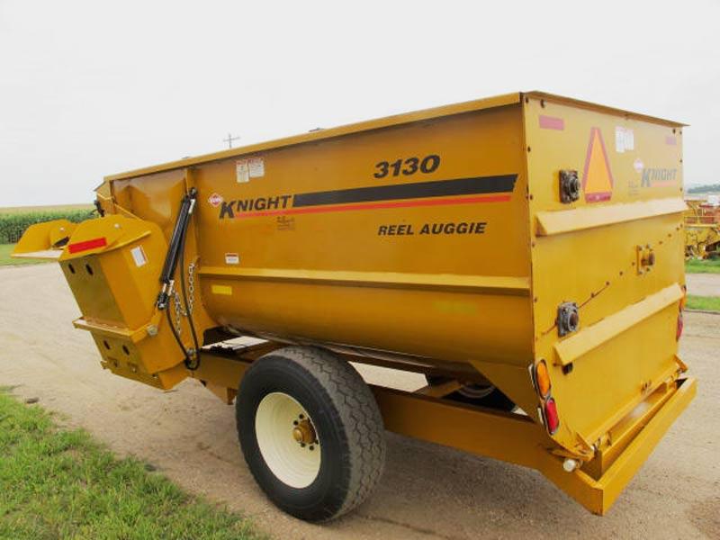 Knight 3130 reel mixer feed wagon | Farm Equipment>Mixers>Reel Feed Mixers - 6