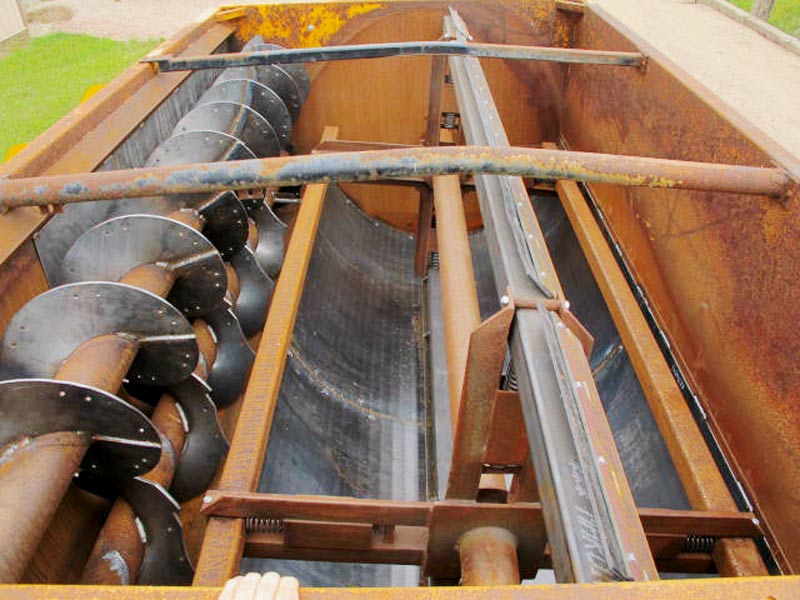 Knight 3130 reel mixer feed wagon | Farm Equipment>Mixers>Reel Feed Mixers - 5