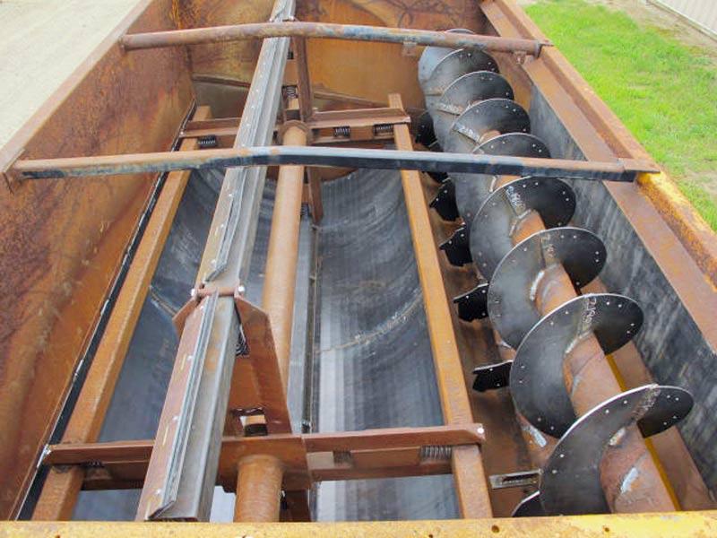 Knight 3130 reel mixer feed wagon | Farm Equipment>Mixers>Reel Feed Mixers - 4