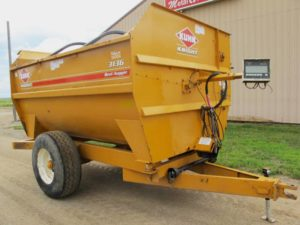 Knight 3136 reel mixer wagon