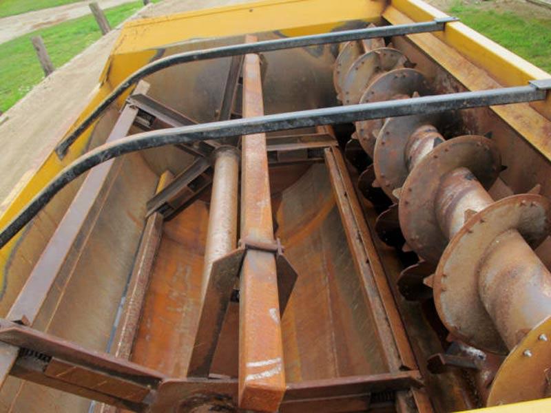 Knight 3136 reel mixer wagon   Farm Equipment>Mixers>Reel Feed Mixers - 5