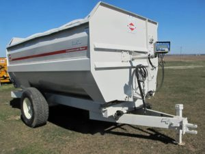 Knight Kuhn 3150 reel mixer feeder wagon