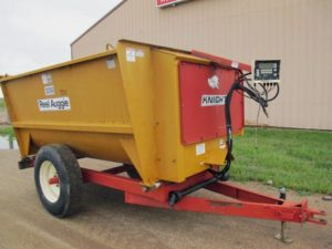 Knight 3250 reel mixer wagon