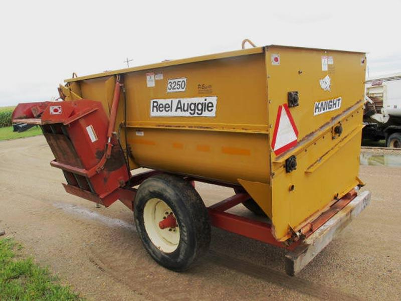 Knight 3250 reel mixer wagon | Farm Equipment>Mixers>Reel Feed Mixers - 7