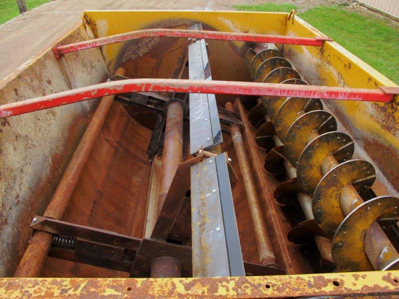 Knight 3250 reel mixer wagon | Farm Equipment>Mixers>Reel Feed Mixers - 5