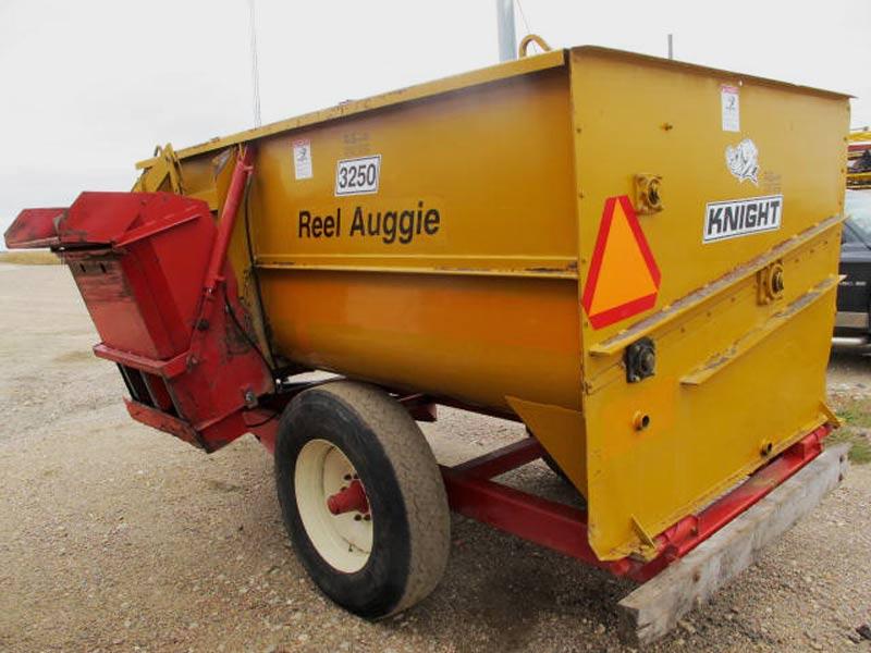 Knight 3250 reel mixer wagon | Farm Equipment>Mixers>Reel Feed Mixers - 6
