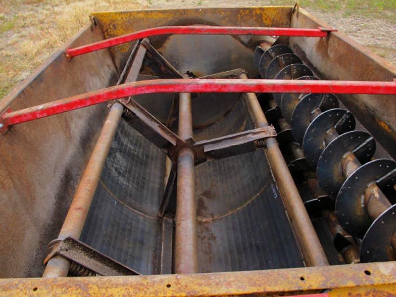Knight 3250 reel mixer wagon | Farm Equipment>Mixers>Reel Feed Mixers - 4