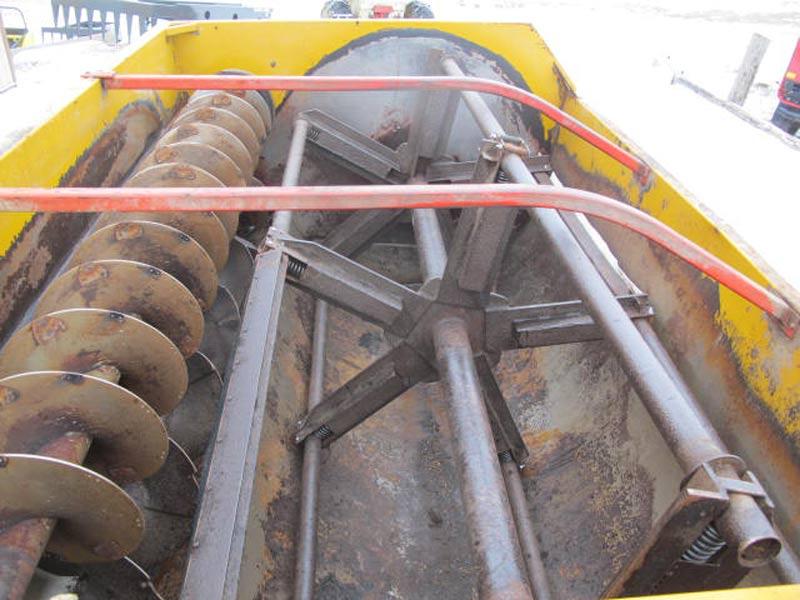 Knight 3450 reel mixer wagon | Farm Equipment>Mixers>Reel Feed Mixers - 4
