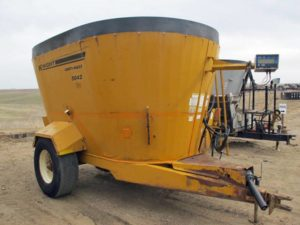 Knight 5042 vertical mixer wagon