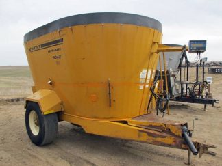 Knight 5042 vertical mixer wagon | Farm Equipment>Mixers>Vertical Feed Mixers - 1
