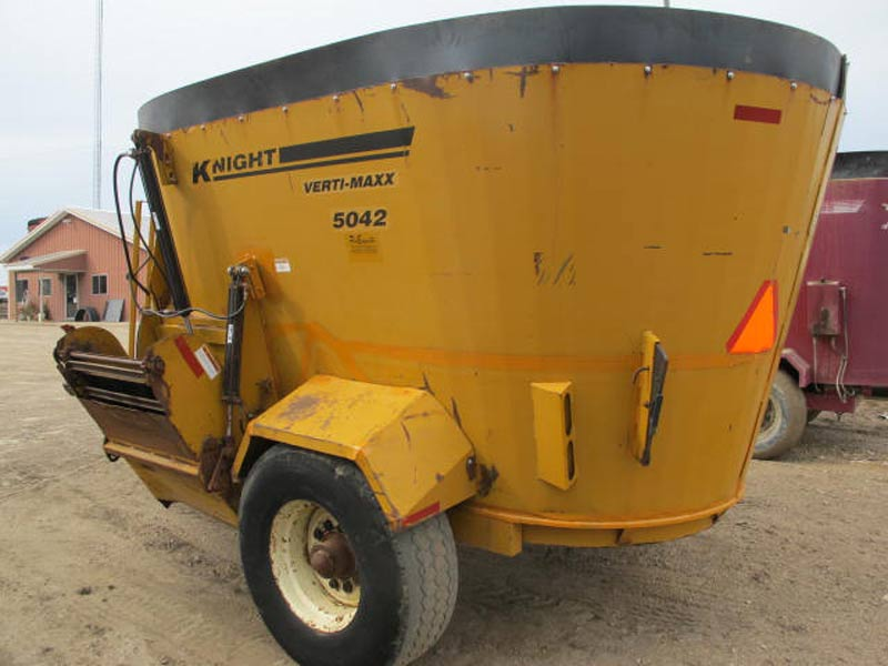Knight 5042 vertical mixer wagon | Farm Equipment>Mixers>Vertical Feed Mixers - 5
