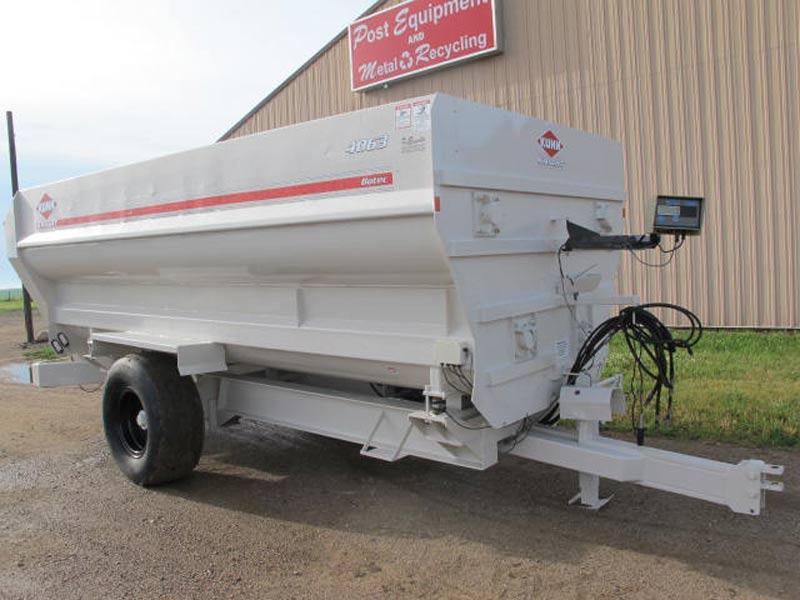Knight Botec 4063 4 auger mixer   Farm Equipment>Mixers>Misc. Feed Mixers - 1