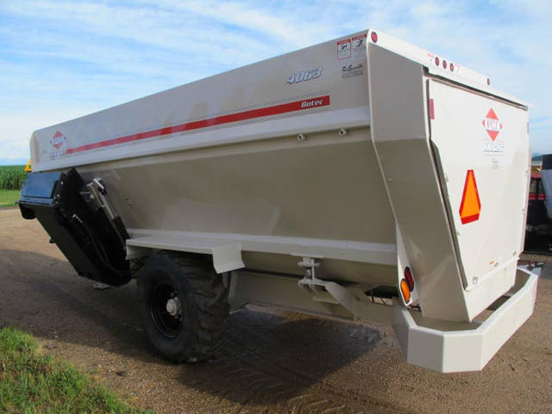 Knight Botec 4063 4 auger mixer   Farm Equipment>Mixers>Misc. Feed Mixers - 6