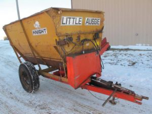 Knight LA9 reel augie mixer wagon