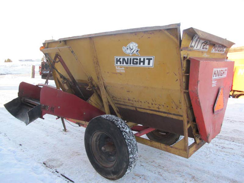 Knight LA9 reel augie mixer wagon | Farm Equipment>Mixers>Misc. Feed Mixers - 6