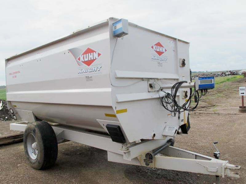 Knight RC 150 reel mixer wagon   Farm Equipment>Mixers>Reel Feed Mixers - 1