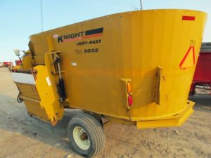 Knight Kuhn 5032 vertical mixer wagon