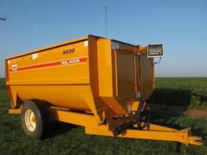 3030 Knight reel mixer wagon