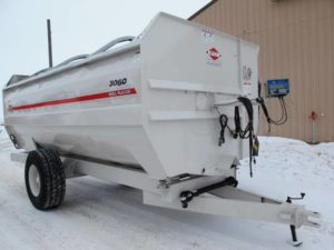 Knight 3060 reel mixer feeder wagon