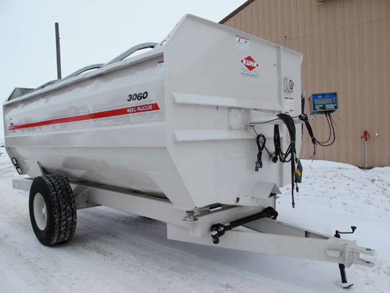 Knight 3060 reel mixer feeder wagon   Farm Equipment>Mixers>Reel Feed Mixers - 1