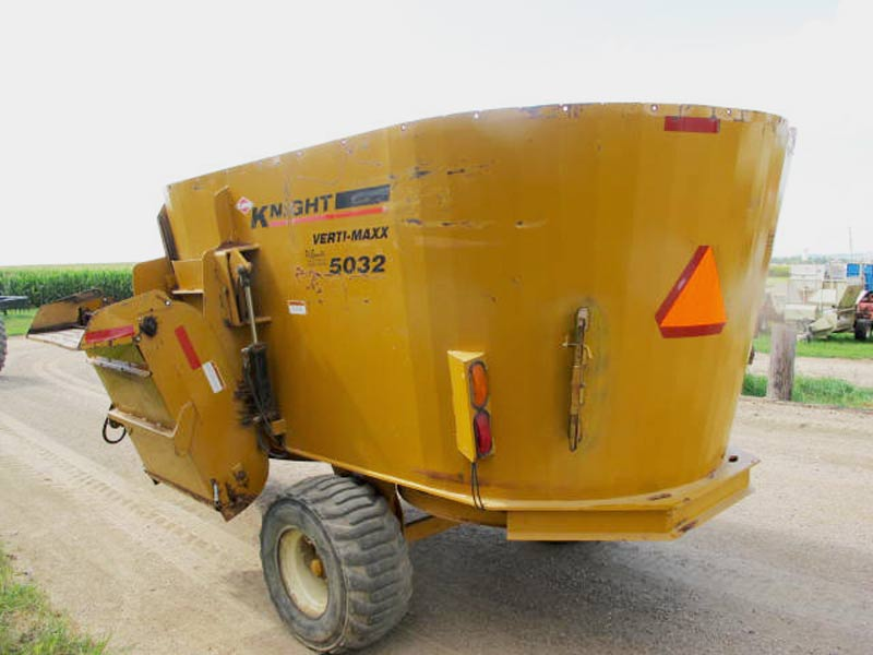 Knight Kuhn 5032 vertical mixer wagon | Farm Equipment>Mixers>Vertical Feed Mixers - 6