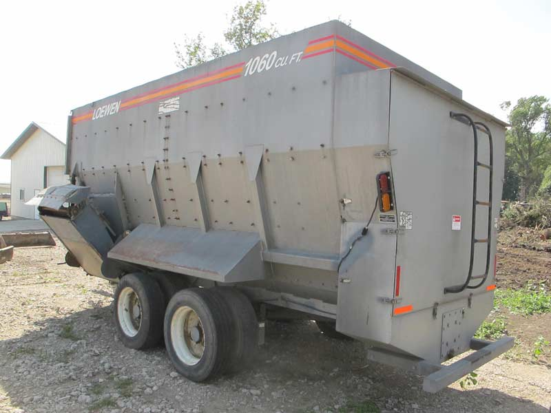 Loewen 1060 4 auger Mixer Wagon | Farm Equipment>Mixers>Misc. Feed Mixers - 1
